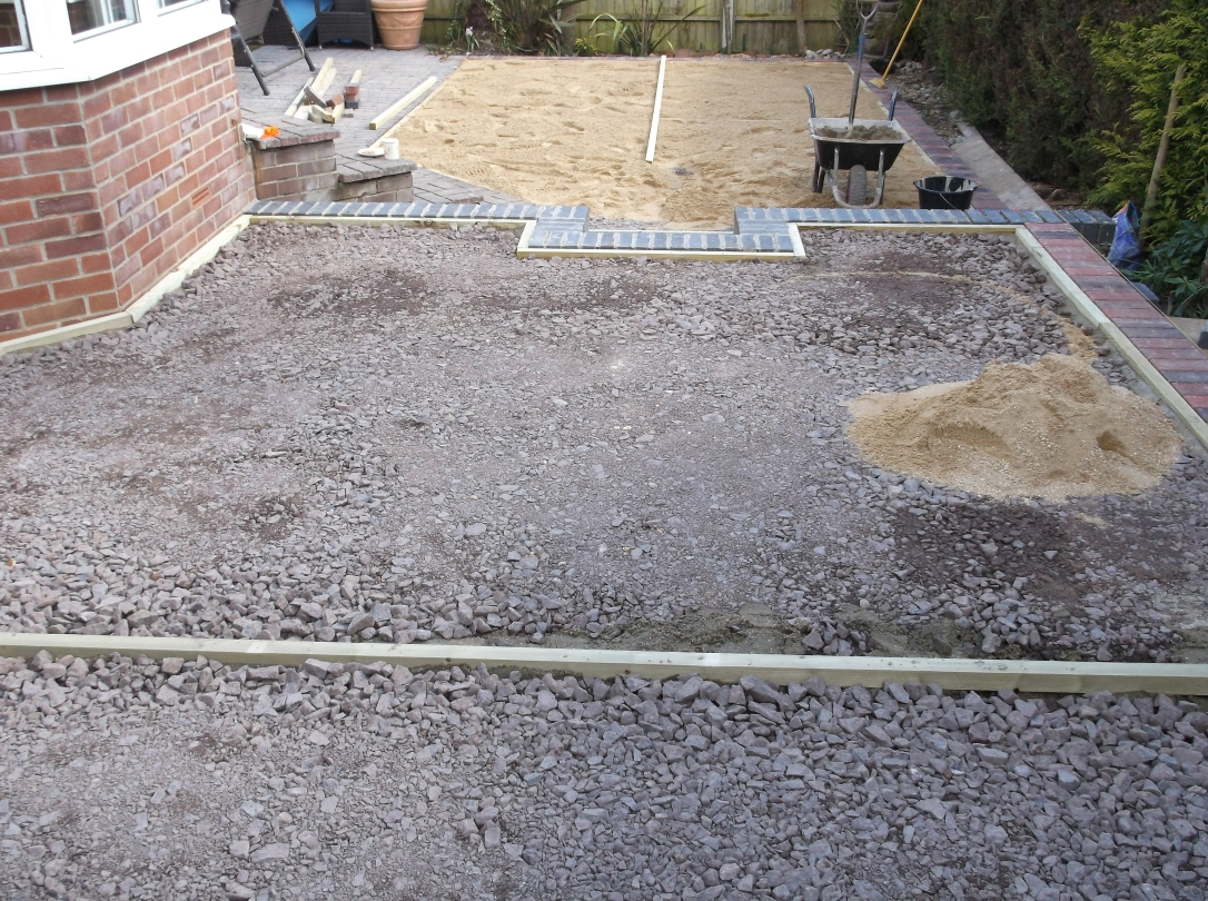 Artificial-Grass-Driveways-Patios-Paving-Garden-Maintenance-Landscaping-Fencing-Sunshine-Gardens-Christchurch-Dorset-1